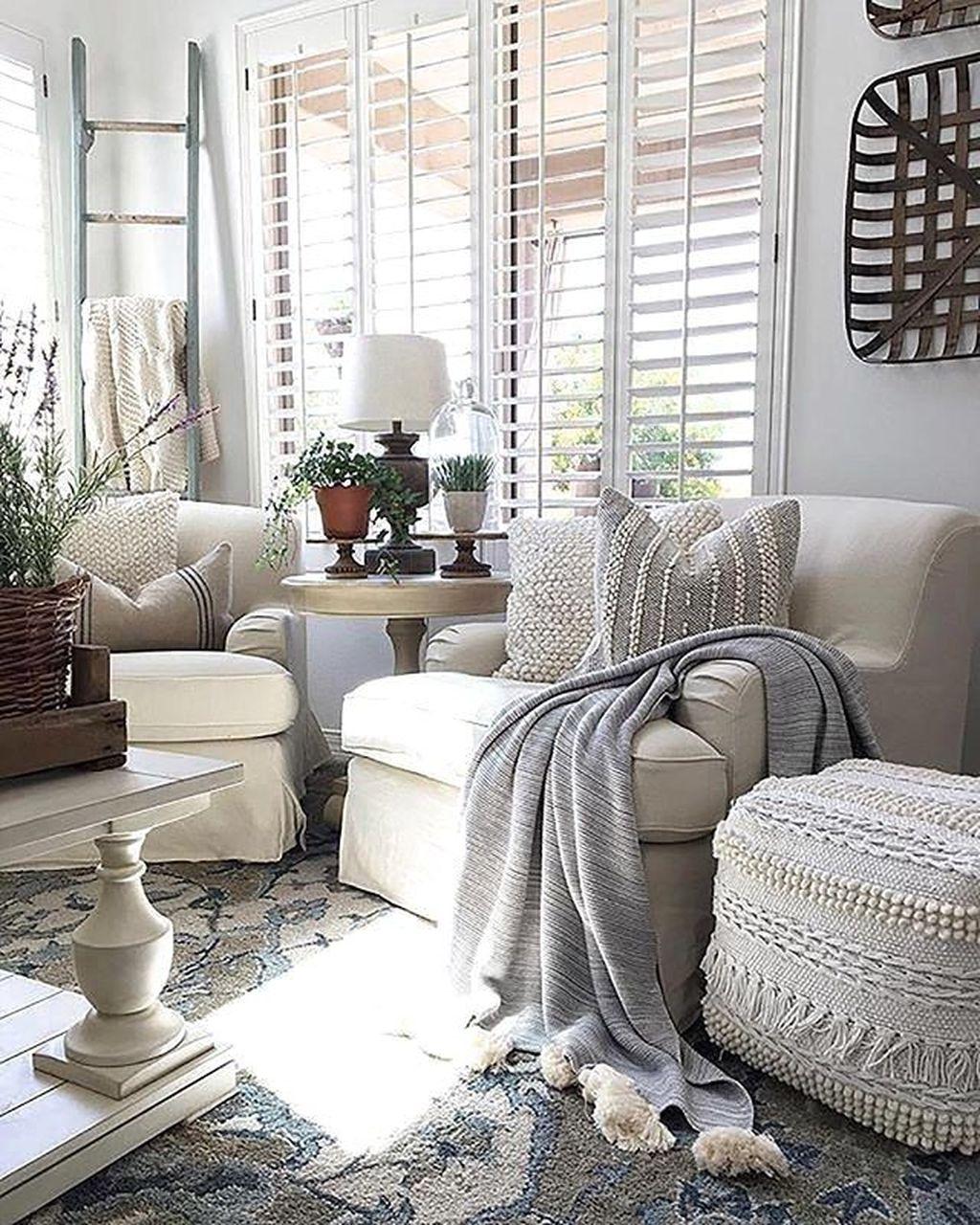 Inspiring Beachy Farmhouse Living Room Decor Ideas 13