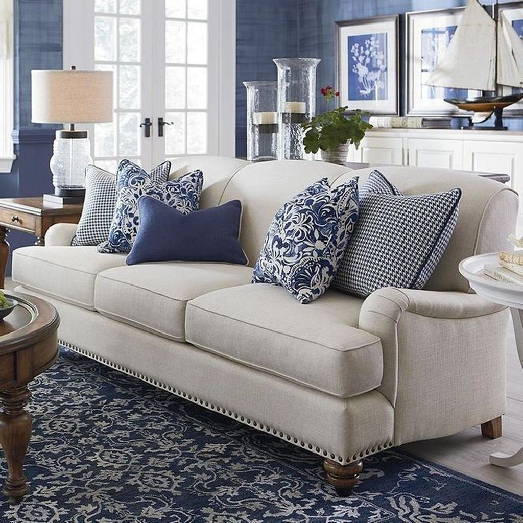 Inspiring Beachy Farmhouse Living Room Decor Ideas 15