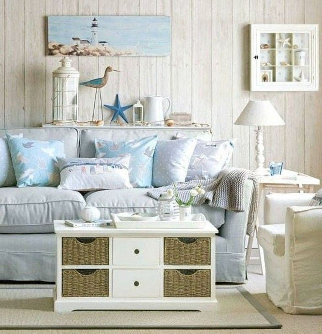 Inspiring Beachy Farmhouse Living Room Decor Ideas 19