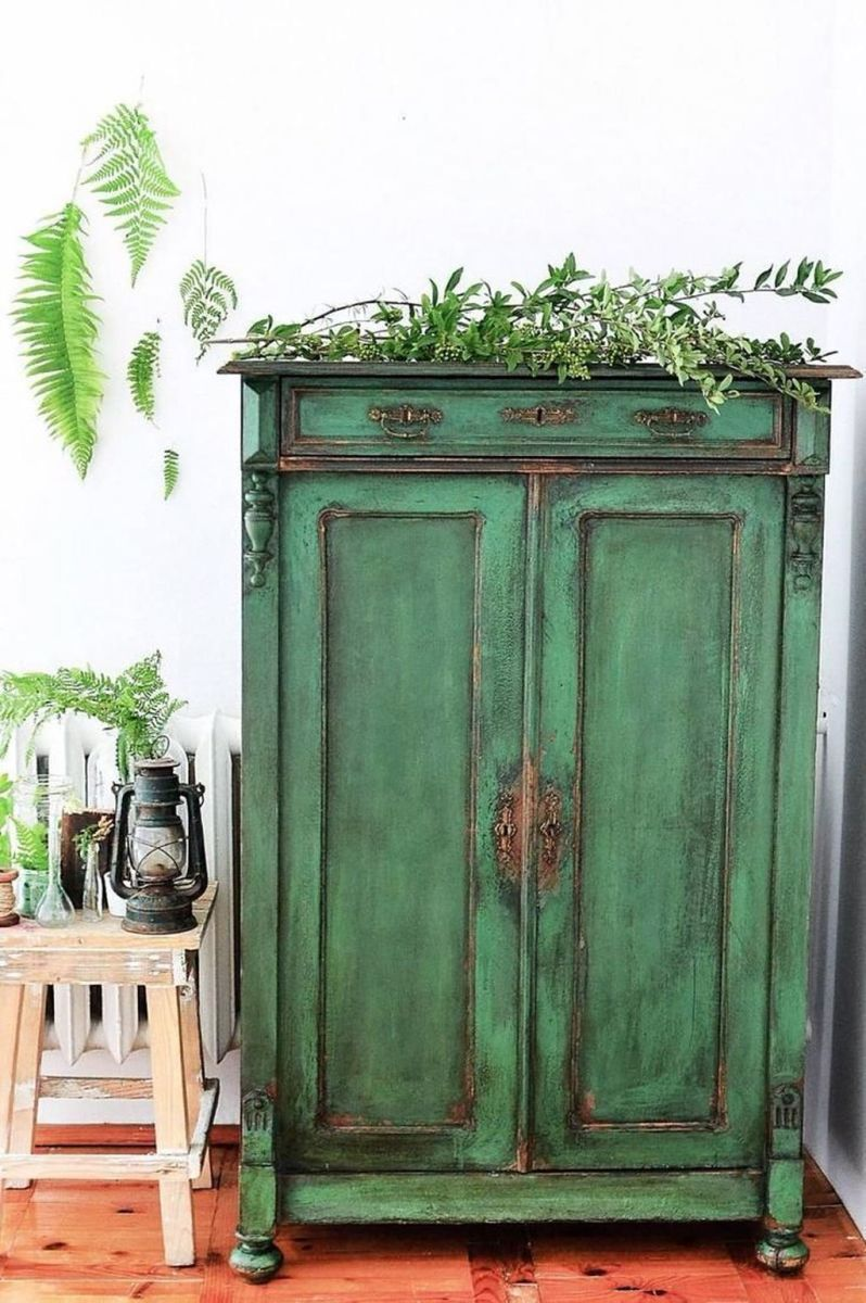 Popular Distressed Furniture Ideas To Get A Vintage Accent 01