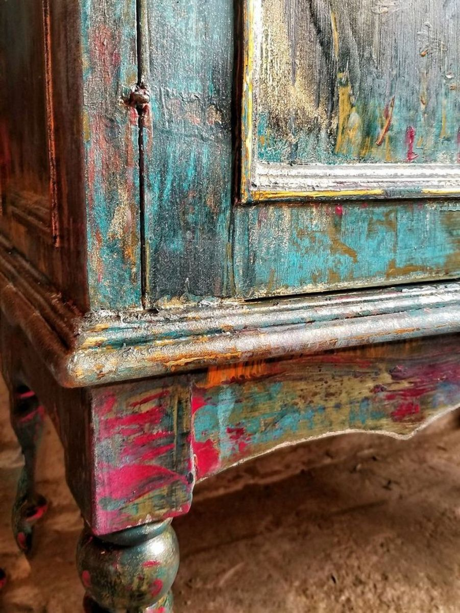 Popular Distressed Furniture Ideas To Get A Vintage Accent 30