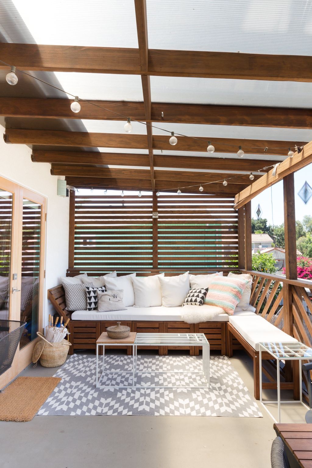 Admirable Cozy Patio Design Ideas To Relaxing On A Sunny Day 04