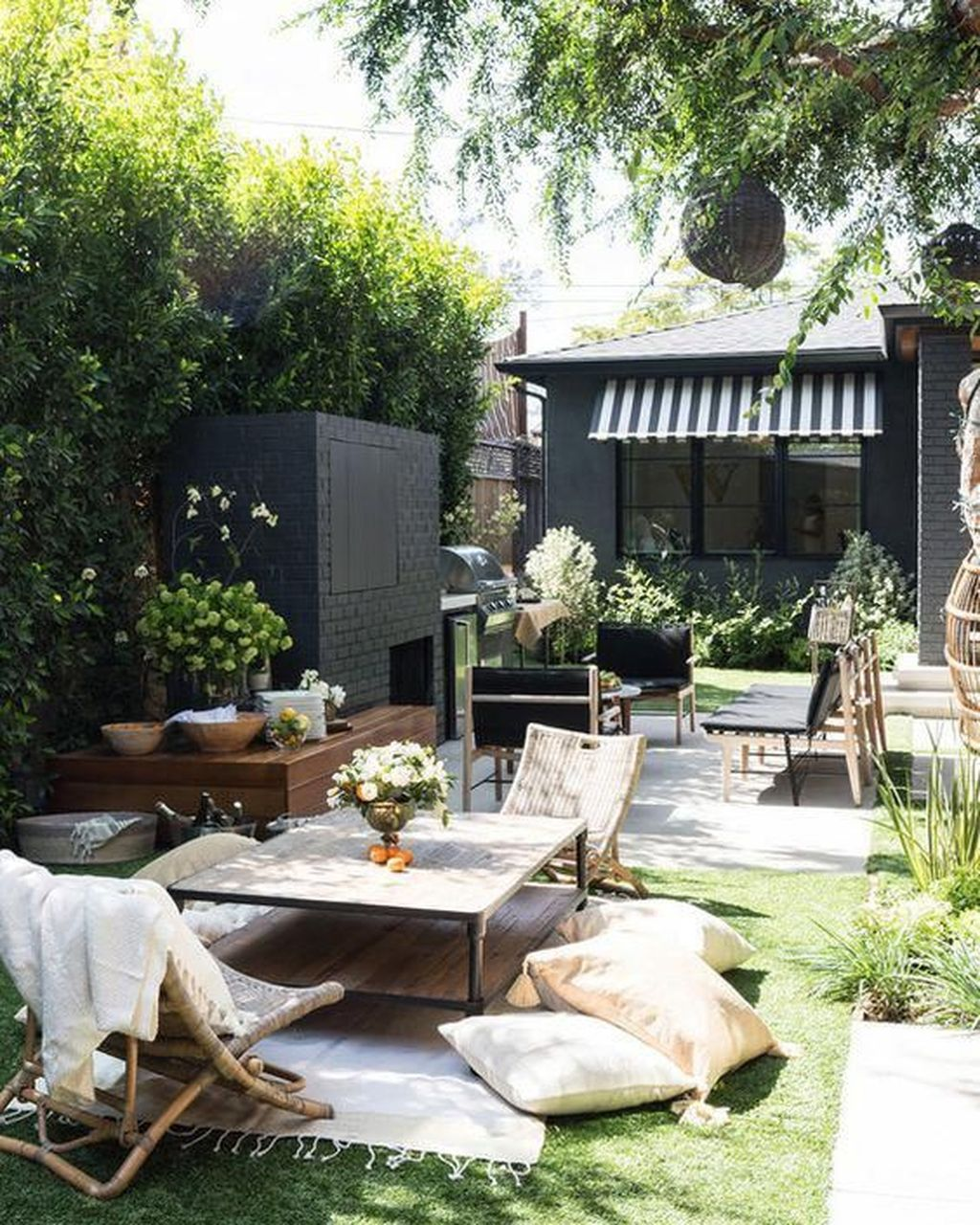 Admirable Cozy Patio Design Ideas To Relaxing On A Sunny Day 21
