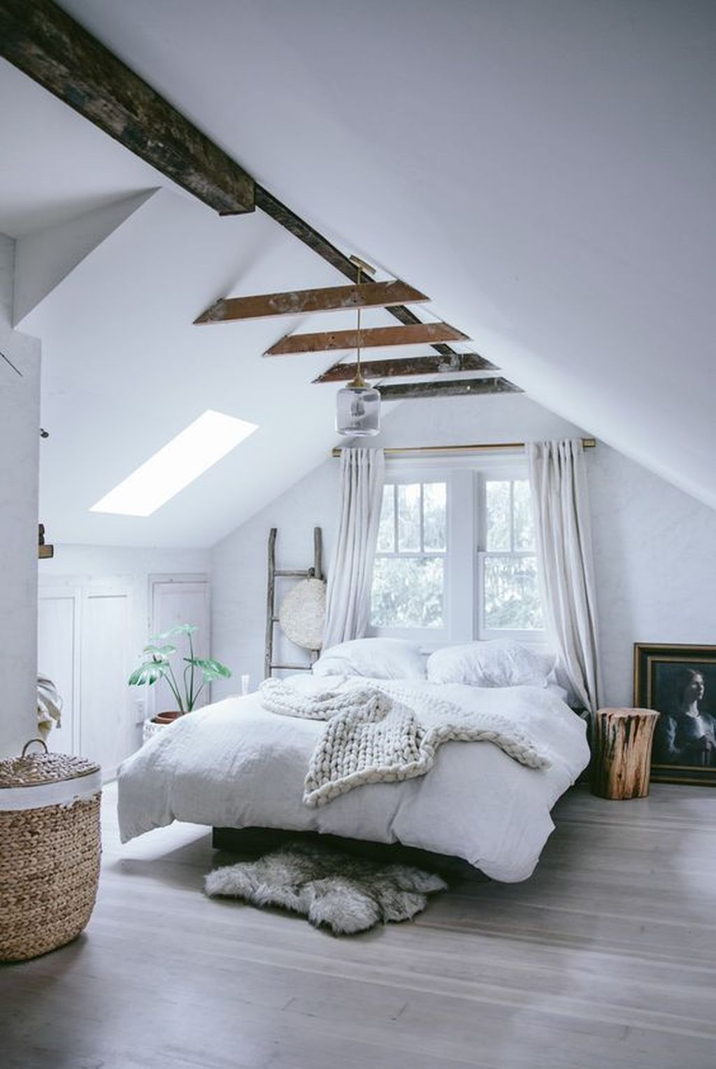 Awesome Attic Bedroom Decorating Ideas You Will Love 03