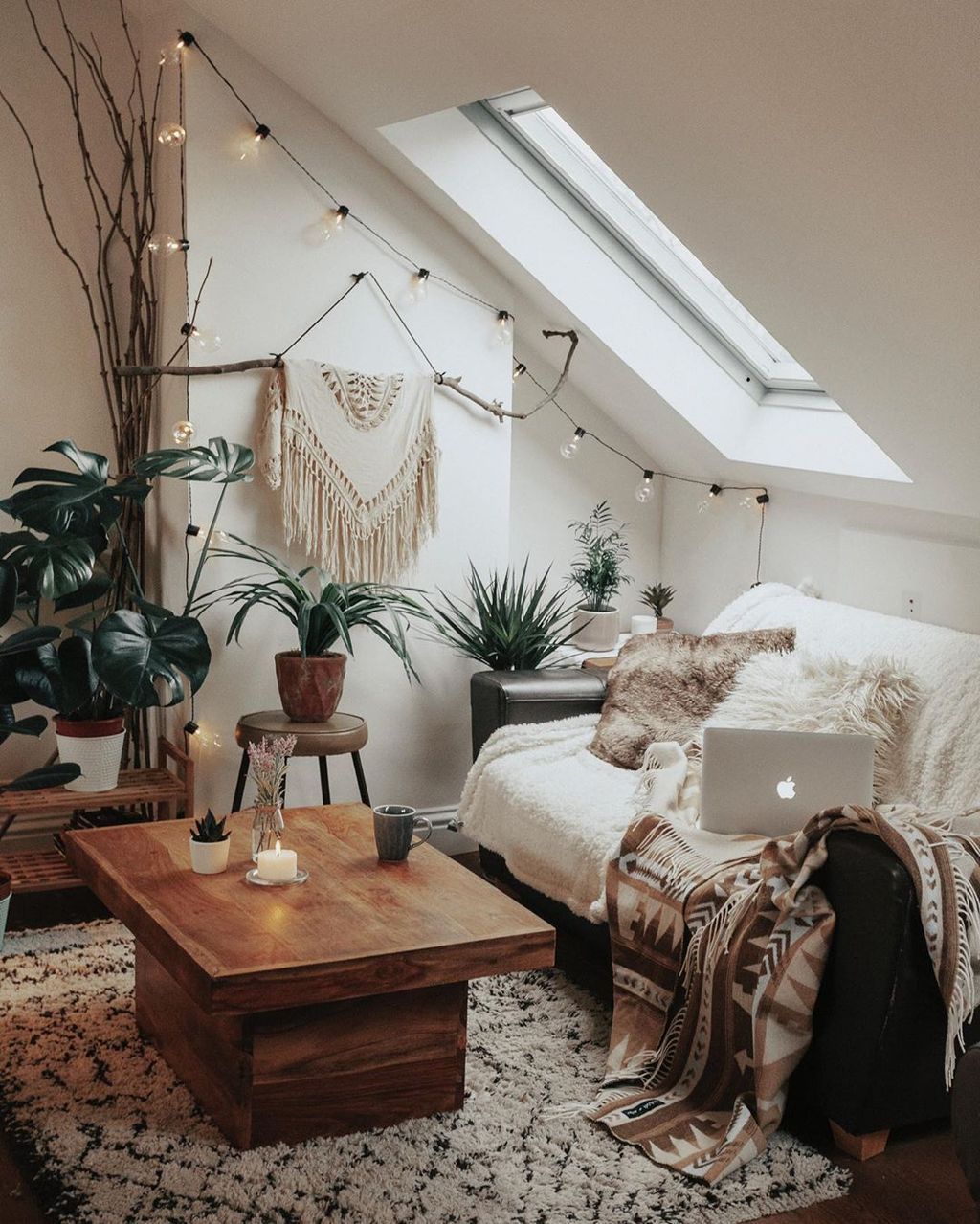 Awesome Attic Bedroom Decorating Ideas You Will Love 21