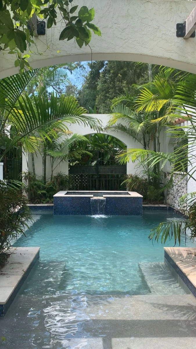 Fabulous Backyard Pool Landscaping Ideas You Never Seen Before 04