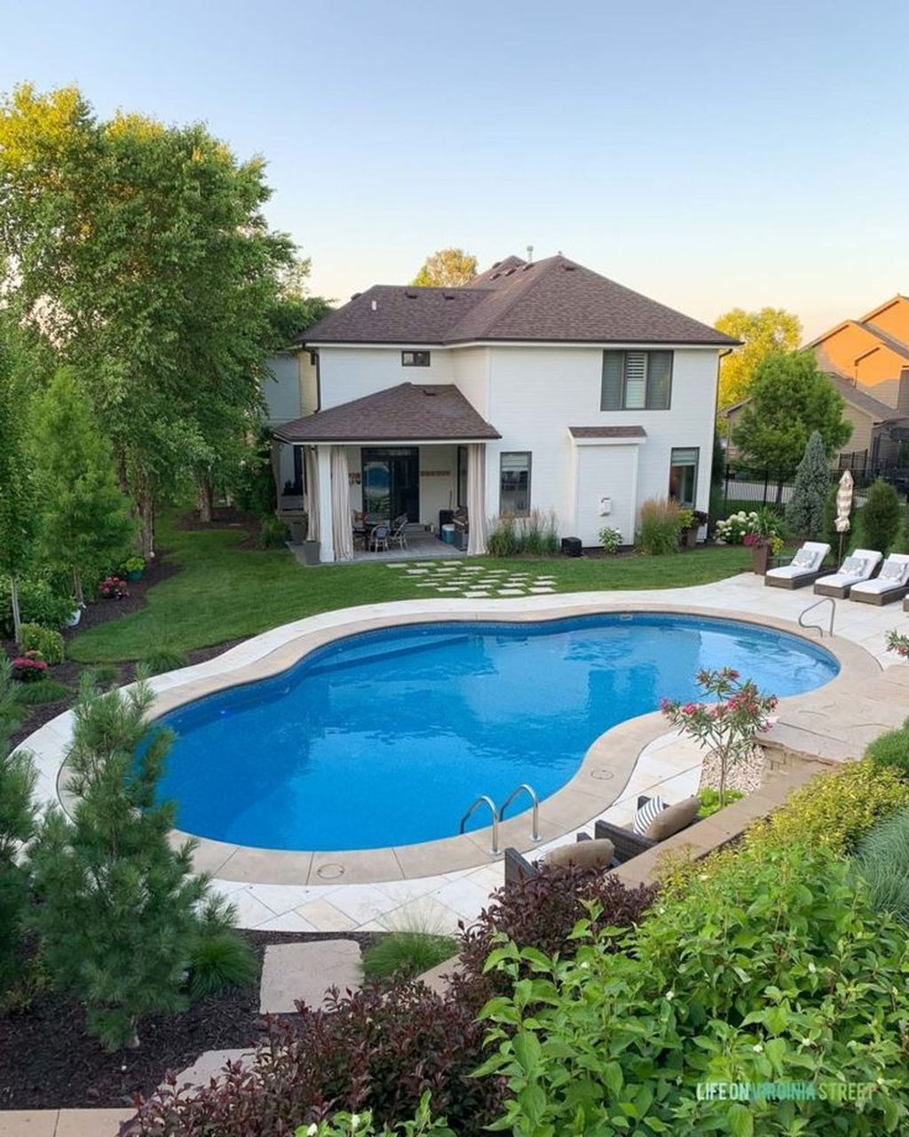 Fabulous Backyard Pool Landscaping Ideas You Never Seen Before 13