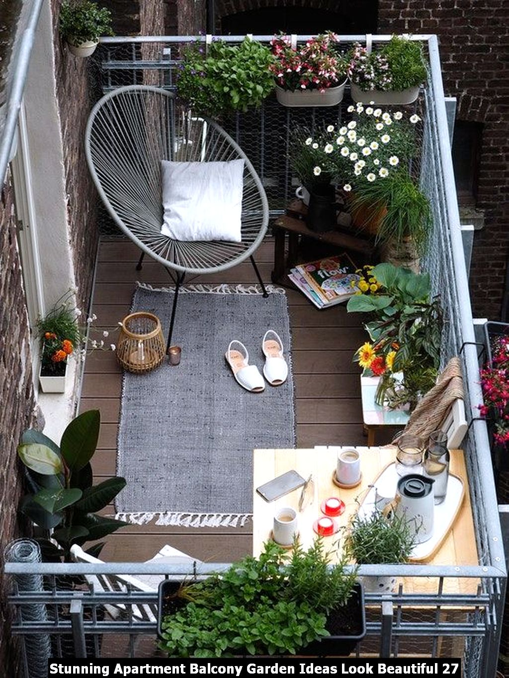 Stunning Apartment Balcony Garden Ideas Look Beautiful 27