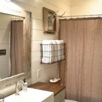 Rustic farmhouse style bathroom design ideas 46