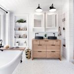 Rustic farmhouse style bathroom design ideas 48