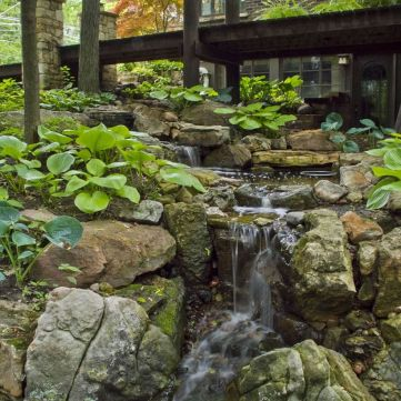 Make a mini waterfall in the garden 28