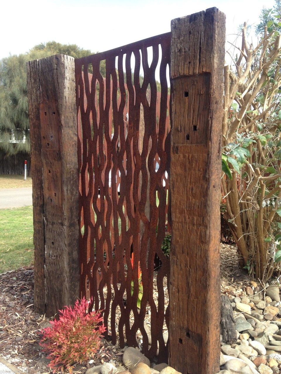 Cool Privacy Fence Wooden Design for Backyard 2