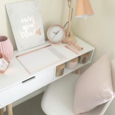 Inspiring Simple Work Desk Decorations and Setup 18