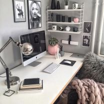 Inspiring Simple Work Desk Decorations and Setup 36