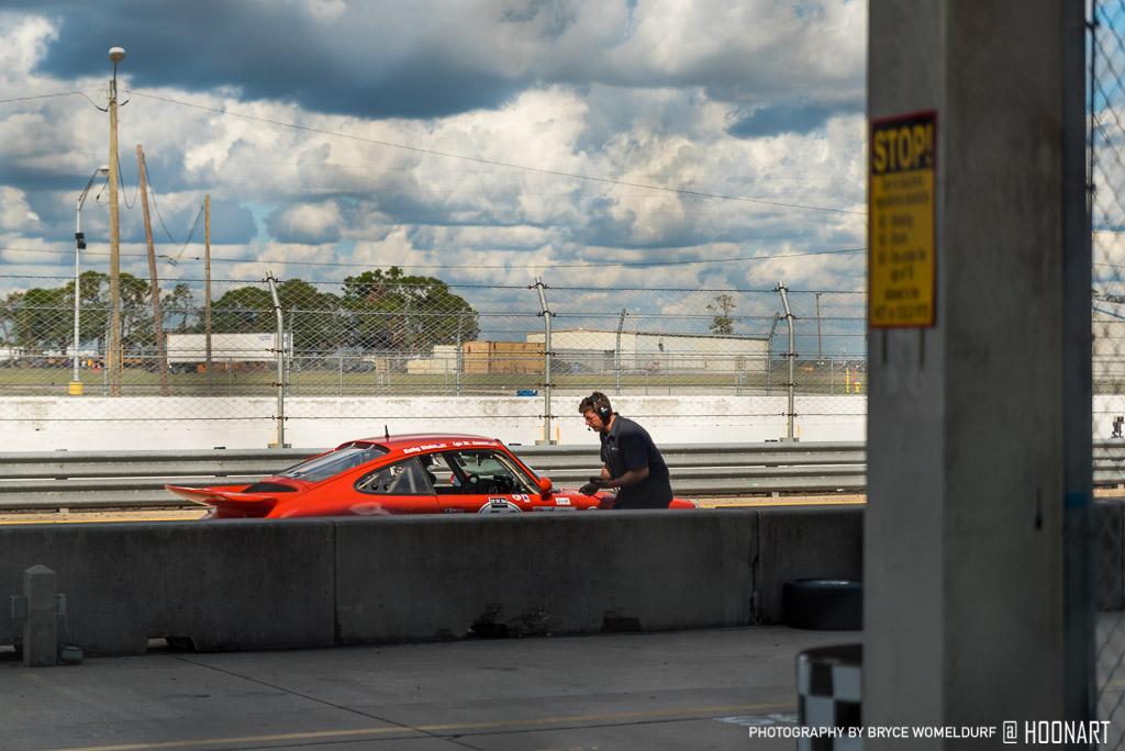 Porsche-in-Pits-447