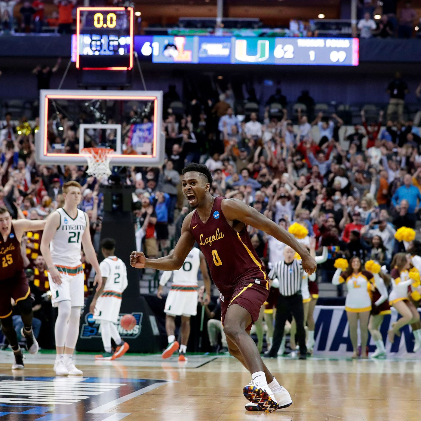 "HoopGrind Featured Play: Loyola Chicago – ""Punch Hammer"""
