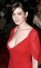 06/19/2006 - Anne Hathaway - The Devil Wears Prada New York Premiere - Arrivals - AMC Loews Lincoln Square - New York, NY - Keywords: - - - Photo Credit: Anthony G. Moore / Photorazzi - Contact (1-866-551-7827)