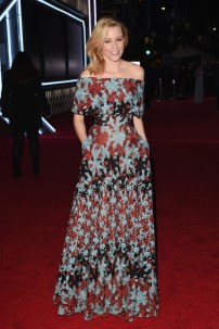 all-the-must-see-looks-from-the-star-wars-world-premiere-1596619-1450147875.640x0c
