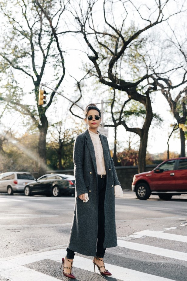 Guggeheim-Grey_Long_Coat-Ruffled_Shirt-Guess_Jeans-Valentino_Shoes-Chanel_Vintage_Bag-Outfit-Look_Of_The_Day-NY-19-790x1185