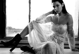 see-bella-hadids-most-glamorous-photoshoot-ever-1576795-1448899622.640x0c