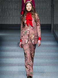 the-new-way-to-wear-bold-prints-1652364.640x0c