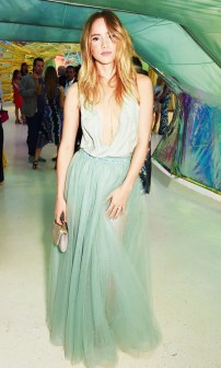 the-surprising-colors-celebrities-are-wearing-now-1598861-1450282644.640x0c