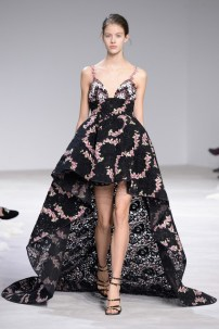 florals-for-spring-actually-were-groundbreaking-at-giambattista-valli-couture-1634071-1453769329.640x0c