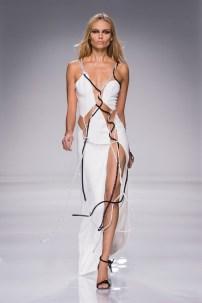 see-rosie-behati-and-gigi-kill-it-in-atelier-versace-1633512-1453746689.640x0c