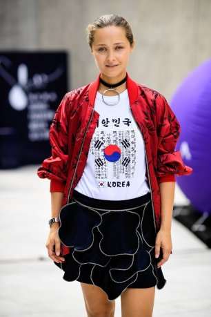 01-holding-seoul-korean-ukranian-1