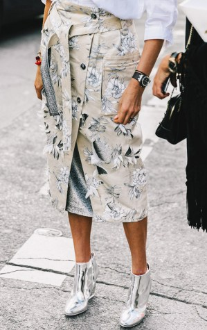 the-5-shoe-trends-everyone-wore-in-paris-1930497-1475873534-640x0c