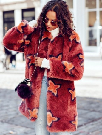 this-bold-faux-fur-coat-look-is-not-for-the-faint-of-heart-1944040-1476863040-640x0c