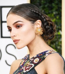 the-most-head-turning-beauty-looks-from-the-2017-golden-globes-2097598-600x0c
