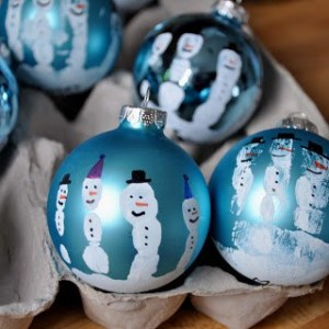 Homemade Handprint Snowman Ornaments gifts under $10 #HomemadeGiftIdeas #ChristmasTradition Gifts the kids can make that people will really like