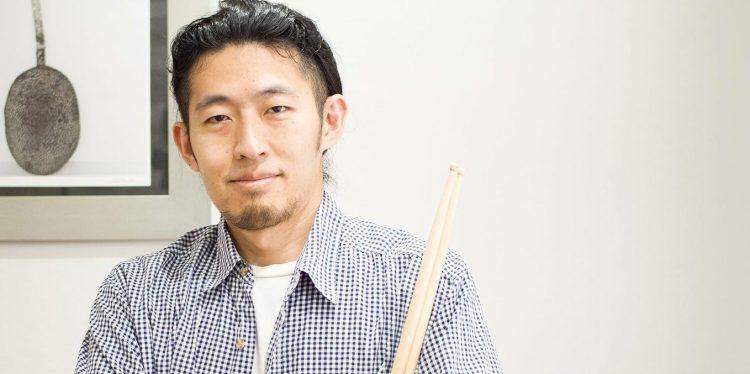 """名古屋大須ホープミュージックスクールのドラム講師、加納""""ゴロー""""朋。"""