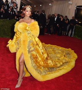 rihanna-78-3460271-Major_stars_Celebrities_like_Rihanna_who_made_quite_a_statement_-m-73_1456243843138