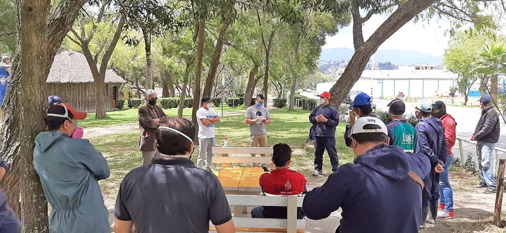 Los obreros municipales tuvieron una reunión el último sábado con algunos funcionarios municipales.