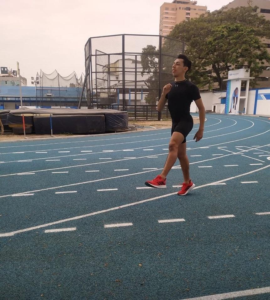 El deportista, Isaac Córdova, practica en la modalidad de discapacidad auditiva.