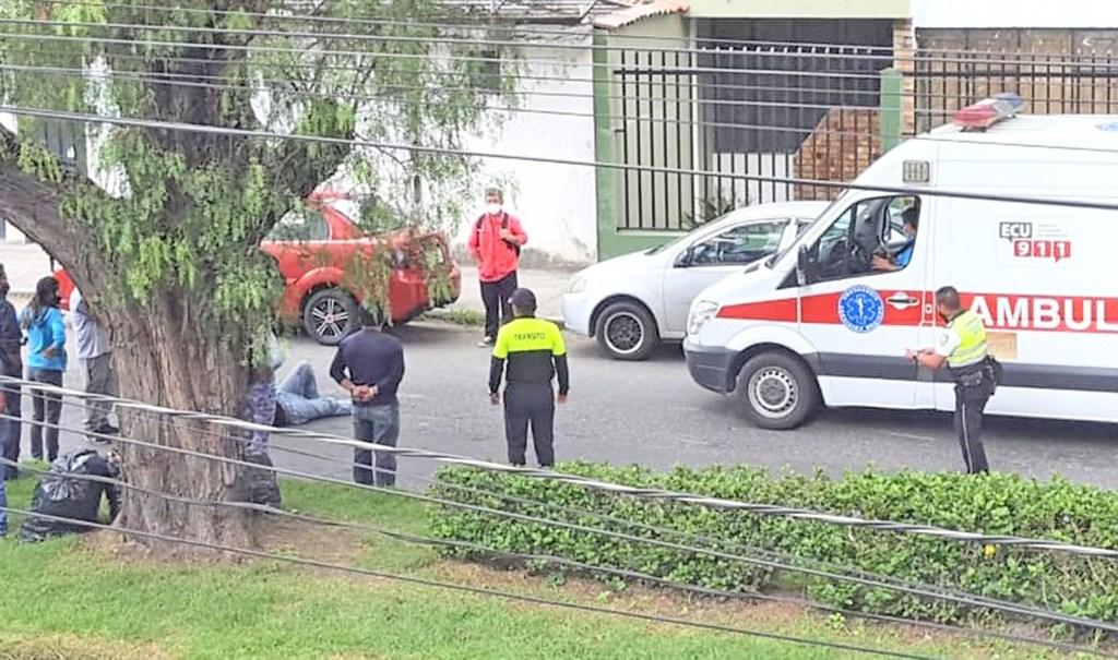 Los paramédicos del Ministerio de Salud revisaron al ciudadano.