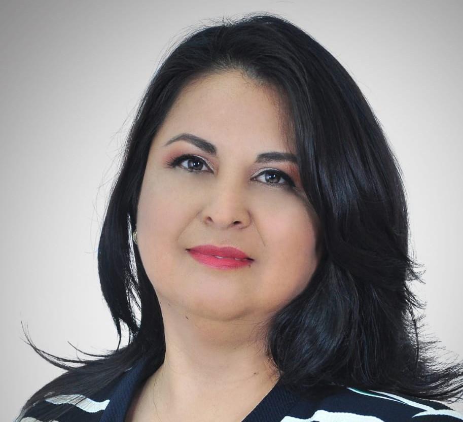 Paulina Salinas es Miembro de Número de la CCE-L y también de la Asociación de Artistas Plásticos y Visuales de Loja.