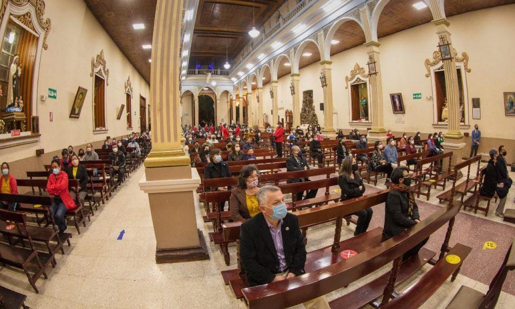 La novena inicia a las 18:45 y después se realiza la eucaristía.