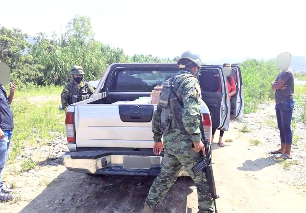 La camioneta y los productos fueron decomisados por la Policía del cantón Macará.