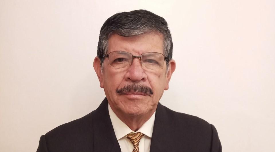 Carlos Vinueza, quien ocupó también el cargo de jefe de la División de Supervisión Provincial, opina que sin esfuerzo alguno no resplandece el mérito.