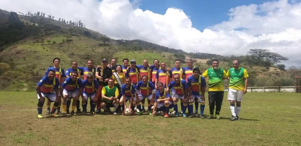 Las exglorias lojanas se presentaron en Sozoranga, en la categoría Súper Máster 50 años. Allí ganaron por el marcador 8x4. También tienen invitaciones de Quito y Estados Unidos.