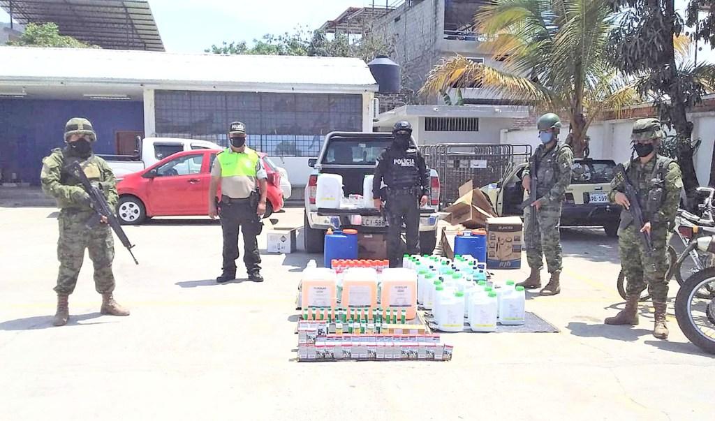 Son varios recipientes de herbicidas los que UCOF confiscó.