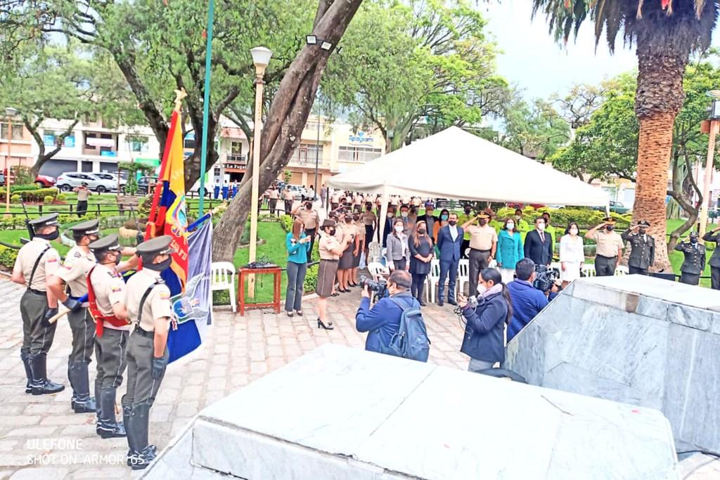 A las 07:30 se realizó el evento cívico.