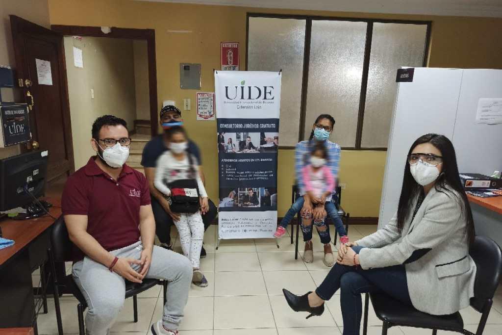 Los profesionales atendieron a unos usuarios venezolanos para recuperar sus dos hijas.