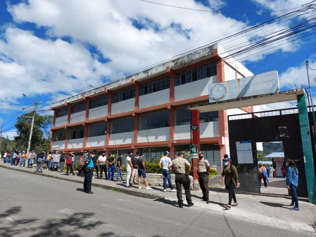 En el Colegio Nacional Mixto Vilcabamba se cumplió el proceso democrático.
