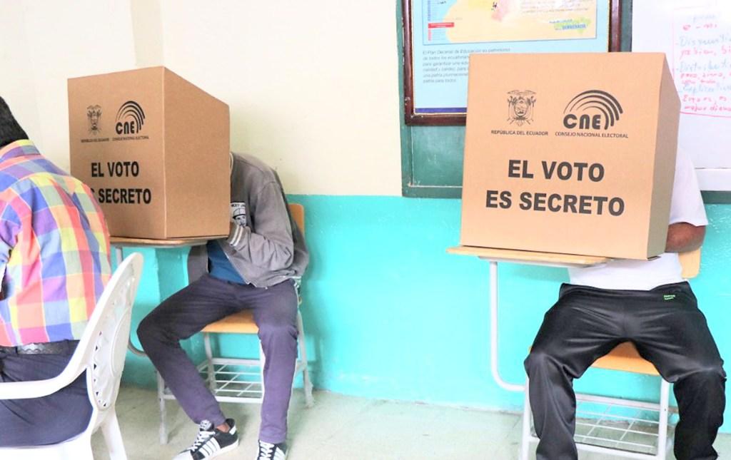 El proceso electoral conllevaría unas tres horas, aproximadamente.