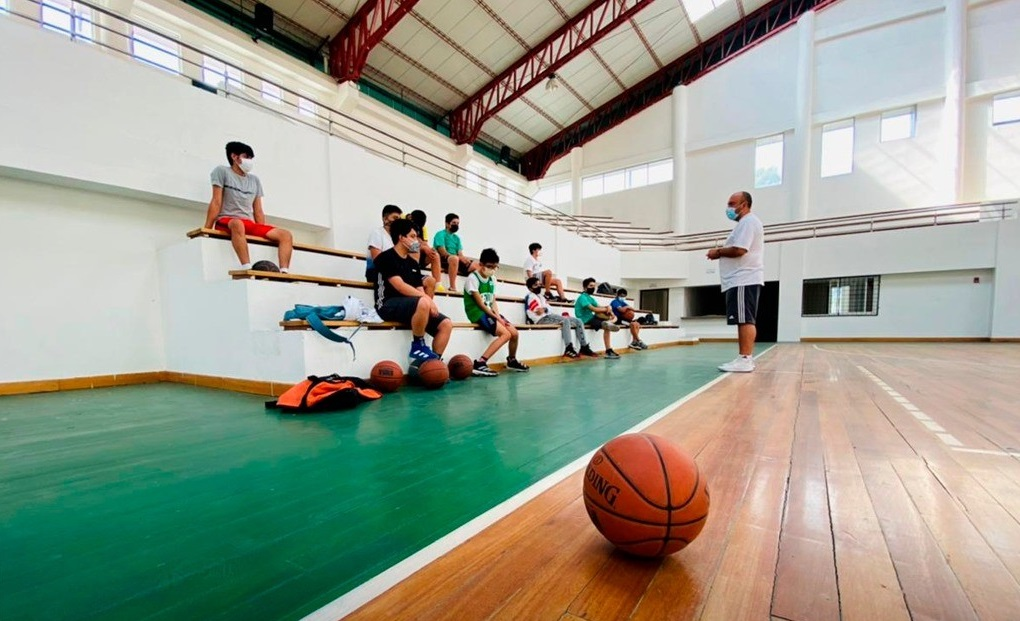 Los deportistas están trabajando en el Coliseo del Colegio Bernardo Valdivieso.