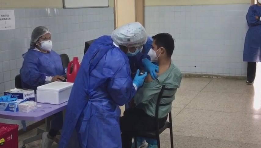 La vacunación se la realizó el lunes 1 de febrero.